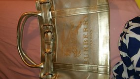 Slighly used burberry purse in Beaufort, South Carolina