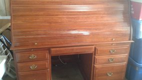 Desk roll top with hutch in Joliet, Illinois