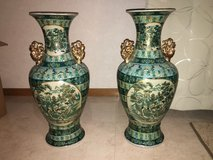 2 LARGE VINTAGE ANTIQUE CHINESE VASES GOLD AND ENAMEL HAND PAINTED RARE DESIGN HEAVY in Okinawa, Japan