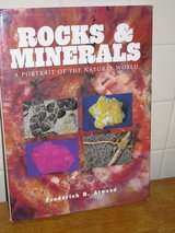 rocks & minerals 13x9-1/2 hardcover in Glendale Heights, Illinois