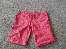 Juniors coral shorts size 5 Hollister in Naperville, Illinois