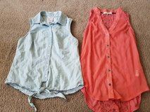 2 juniors tops size xs small in Naperville, Illinois