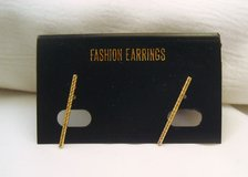 NWT Gold Tone Stick Ribbed Twisted Stud Post Dainty Cute Fashion Earrings in Kingwood, Texas
