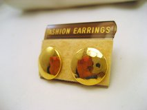 NWT Gold Tone Circle Round Smooth Career Stud Post Dainty Cute Fashion Earrings in Kingwood, Texas