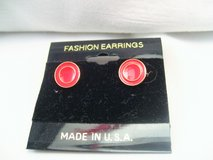 NWT Gold Tone Red Circle Round Stud Post Dainty Cute Fashion Earrings in Houston, Texas