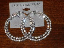 "NWT 2"" hoop earrings in Glendale Heights, Illinois"