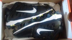 *New* Girls Youth Softball Cleats *New* in San Clemente, California