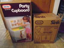 Vintage Little Tikes Cupboard and sink - Excellent Condition in Tinley Park, Illinois
