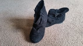 Girl boots size 9 in Lockport, Illinois