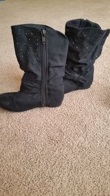Girls boots size 9 in Lockport, Illinois
