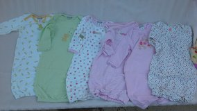 infant gowns - 0-6 mos in Vacaville, California