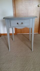 Side table / Shabby chic in Tinley Park, Illinois