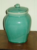 green ginger jar w/lid in Glendale Heights, Illinois