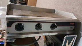 Commercial Grill w/metal table (Reduced) in Fort Knox, Kentucky
