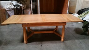 "Ranch Oak Drawleaf table & chairs set ""REDUCED"" in Fort Lewis, Washington"