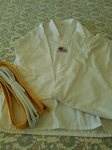 Tae Kwon Do Gi uniform Han size 6 xxl white yellow belt in Naperville, Illinois