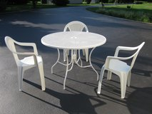 Patio/Sun Room Table & Chairs in Bolingbrook, Illinois