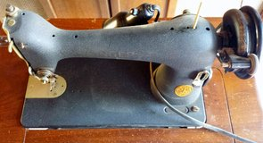 Antique Singer Sewing Machine w/table in Fairfield, California