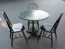 Table & Chairs in Bolingbrook, Illinois
