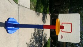 Little Tikes Basket Ball Hoop in Leesville, Louisiana