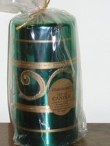 "new 6"" green/gold candle in Glendale Heights, Illinois"