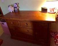 Dresser/also selling matching bed in Glendale Heights, Illinois