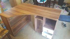L-shaped desk ***reduced*** in Lawton, Oklahoma