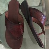 Ladies Sz 8 real leather sandals in Melbourne, Florida