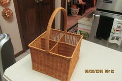 Beautiful 4-Section Wine Or Utensil Basket With Handle in Houston, Texas
