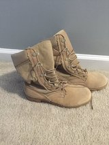 Boots 5.5 in Cherry Point, North Carolina