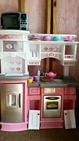kids kitchen with dishes in Eglin AFB, Florida