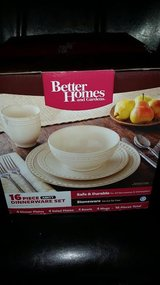 New / Better Homes / 16 Piece Amity Collection Dish Set in Fort Campbell, Kentucky