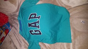 2 Gap Shirts Size Small in Beaufort, South Carolina