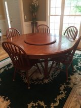 Dining Table and chairs in Wilmington, North Carolina
