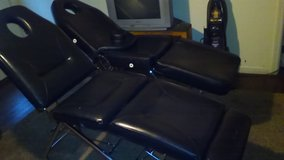 Tattoo,massage,medical, massage table/chair in Moody AFB, Georgia