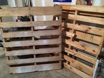 2 free pallets in Fort Benning, Georgia