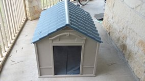 DOG House. In like NEW condition in Sugar Land, Texas