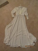 Wedding gown/vintage use for a play or picture or dance in Kankakee, Illinois
