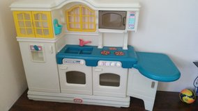 Play kitchen little tikes in Beaufort, South Carolina