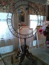 Scrolly jewelry holder in Bolingbrook, Illinois