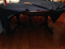 Dining room table and 5 matching  chairs in Bellevue, Nebraska