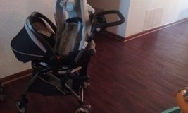 Stroller and car seat with one base in Lawton, Oklahoma