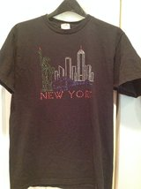 New York t-shirt, size M in Naperville, Illinois