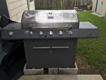 Last chance!!! Charbroil Propane Grill w/cover in Tomball, Texas