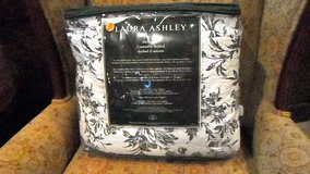 Laura Ashley Daybed Quilt Set in Elgin, Illinois