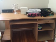 Heavy desk w drawers in Fort Leonard Wood, Missouri
