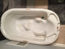 Infant/toddler tub in Naperville, Illinois