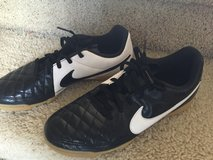 Boys NIKE Sz 6 Soccer Cleats - indoor/ outdoor in Houston, Texas