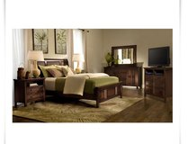 Dark isle panel style queen size bedroom set w/mattress in Melbourne, Florida