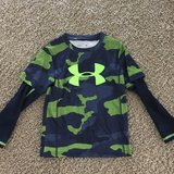Under armour long sleeve in Lockport, Illinois